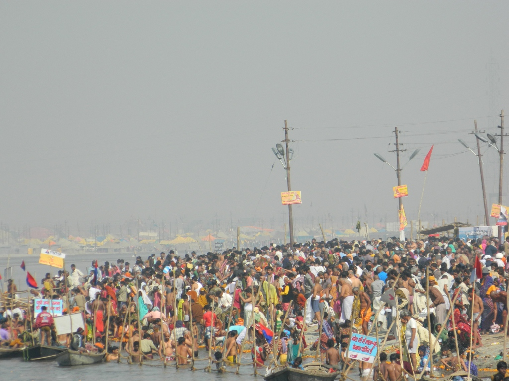 magh mela 2014 dates allahabad kumbh mela ujjain simhastha 2016 taking bath at the banks of mother ganga in kumbh mela 2013