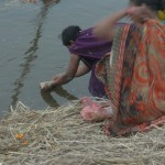 Women's worshiping mother ganga